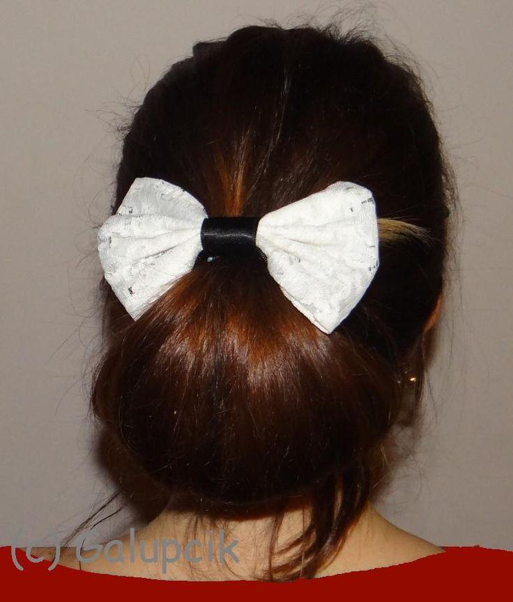 White ellegance hair bow (15 LEI la http://www.breslo.ro/Product/Fundia-White-ellegance_919582)