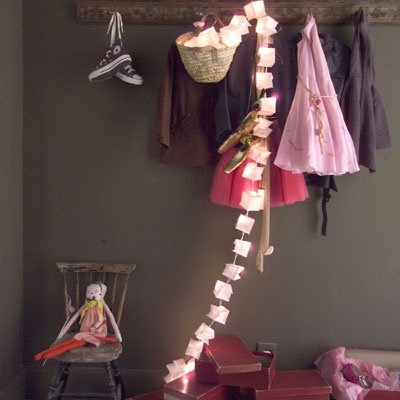 girl's room: Clothing Display, Grey Nurseries, Boutiques Concept, Grey Wall, Dark Grey, Girls Nooks, Girls Rooms, Colour Schemes, Kids Rooms