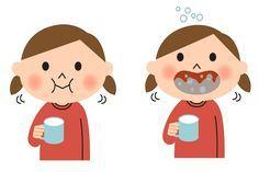 Gargarejar com água morna e sal, água oxigenada, bicarbonato de sódio e vinagre é bom para combater a inflamação na garganta. Confira as receitas.