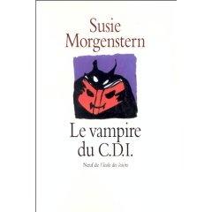 22. Le Vampire du CDI. Susie Morgenstern -  Un documentaliste de collège, c'est là pour faire aimer les livres aux enfants et aux adolescents ! Mais le principal ne l'entendait pas de cette oreille. Il n'y avait pas un seul livre au C.D.I. Et d'ailleurs, il n'y avait pas de C.D.I. Alors Jean-Charles dut vraiment se mettre à imaginer. Et pour commencer, le jour de la rentrée, il se déguisa en vampire.