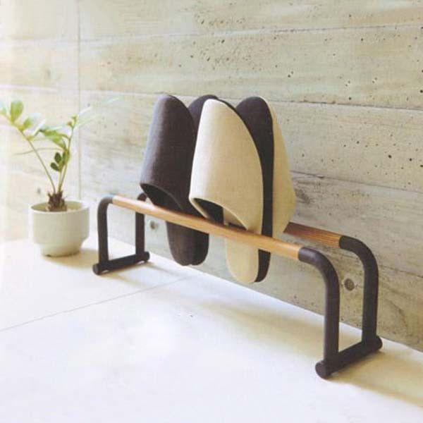 木製拖鞋托架 SLIPPERS RACK   Simple and elegant design, this slippers rack can hang about four pairs of slippers, keep your home tidy.  簡單大方的設計,可掛起約4對拖鞋,令家居更加整齊美觀。  #slipper #wood