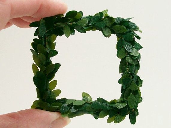 1:12 Dollhouse Miniature Large Square Green Wreath by dalesdreams
