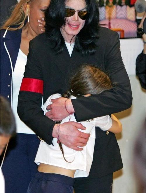 Michael Jackson and his daughter Paris in Japan - heart bursting.