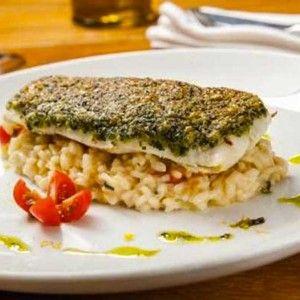 Mais uma receita para você preparar um jantarzinho gostoso: crosta de linguado com risoto de limão siciliano, do Octavio Café. É irr...