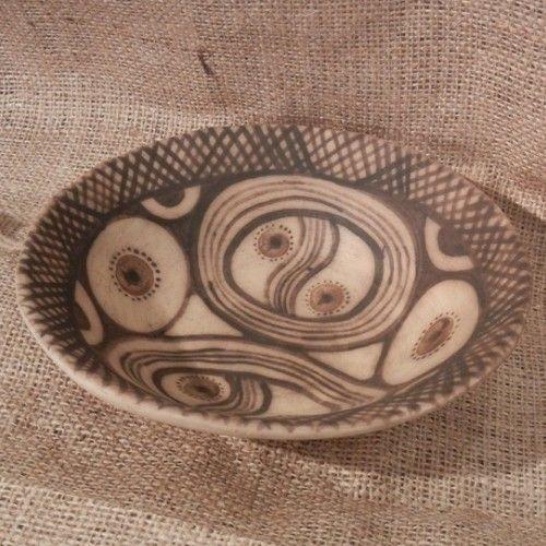 Ceramica de cucuteni - Artizanat - Farfurie cucuteni Model de farfurie din lut realizata manual de Ionela Mihuleac http://thespoonman.ro/ceramica-cucuteni/  pret: 60 ron