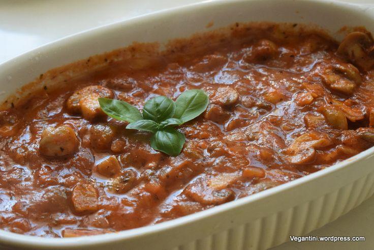 Reteta e simpla si rapida. Aveti nevoie de 3 ingrediente de baza: cartofi, ciuperci, rosii. De aici incepe una dintre cele mai iubite si delicioase retete culinare vegane/ vegetariene/ de post. Mus…