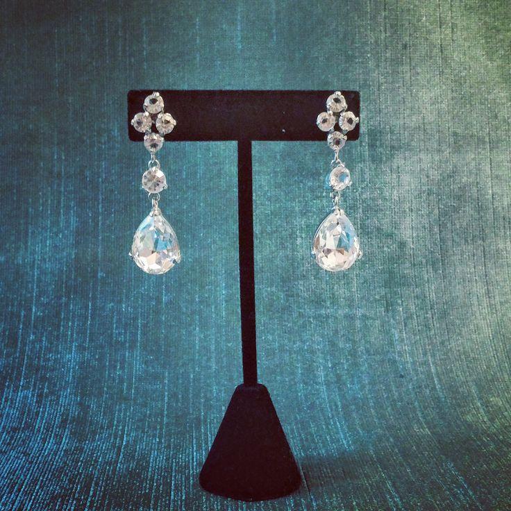 Rent the Helena Earrings for a dashing bridal look 💖 @ www.parure.ca  #bridalaccessories #mariagequebec #swarovski #crystal #montrealwedding #bridetobe #2018wedding #canadianbridaldesigner