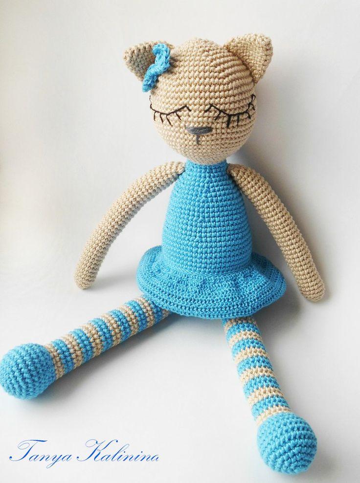 Киса Алиса. Игрушка-сплюшка😍 #kalinina_toys #игрушкиручнойработы #игрушкипермь #игрушкидлямалышей #игрушки #вяжуназаказ #вязаннаяигрушка #кошкакрючком #кошечка #knitting #amigurumi #toys #kitty