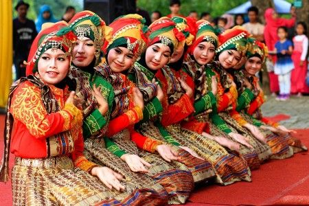 Tari Saman. Aceh
