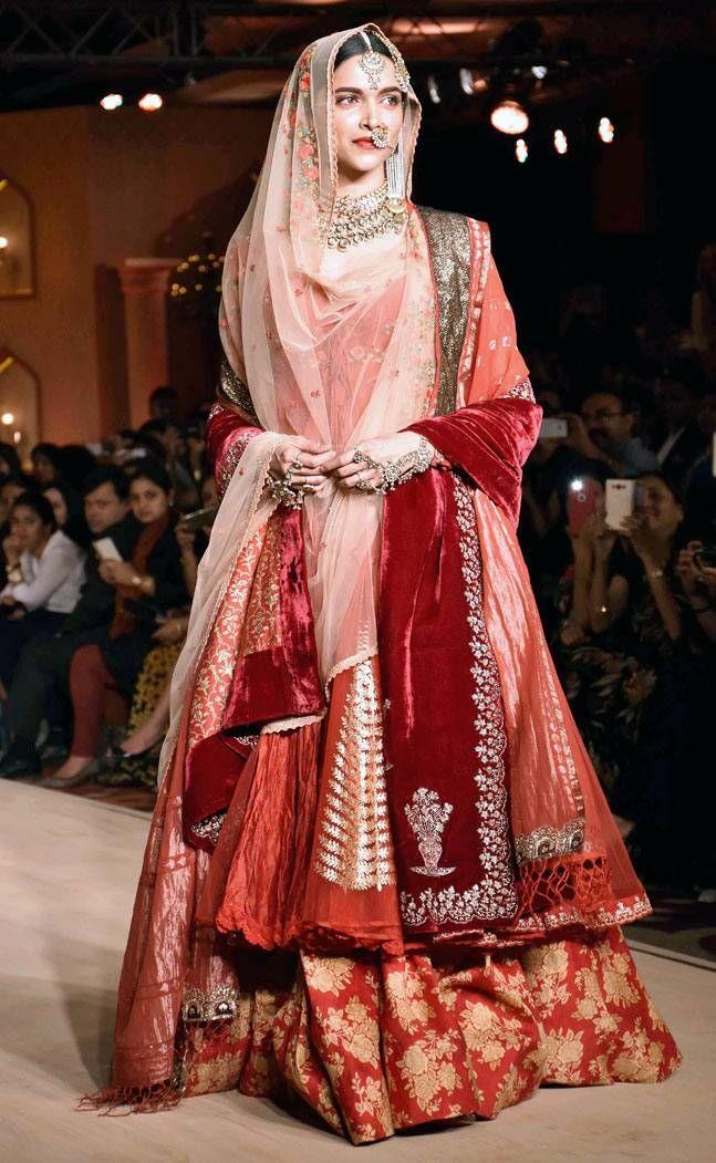 Deepika Padukone on the ramp in her original outfit designed by Anju Modi from song #DeewaniMastani from #BajiraoMastani.