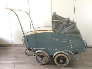 Hele mooie antieke kinderwagen! Rijd heerlijk door de soepele vering. Hij is ook te gebruiken als bedje.