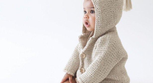 Patron gratuit Gilet capuche layette #tricot #bébé