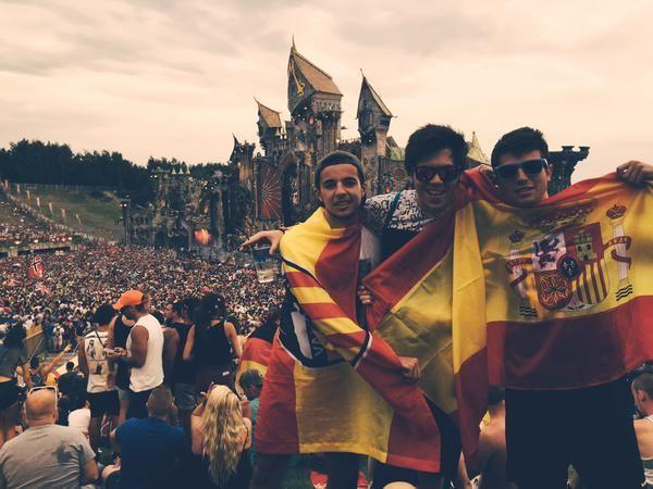 Españoles random en Tomorrowland ♥