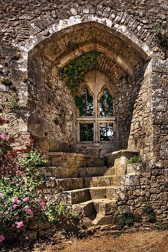 Isabella's Window, Carisbrooke Castle, Isle of Wight England.  Countess Isabella de Fortibus inherited Carisbrooke Castle from her brother Richard de Redvers in 1262.