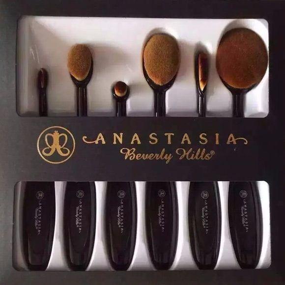 Anastasia Beverly Hills Other - Anastasia Oval Brush Set