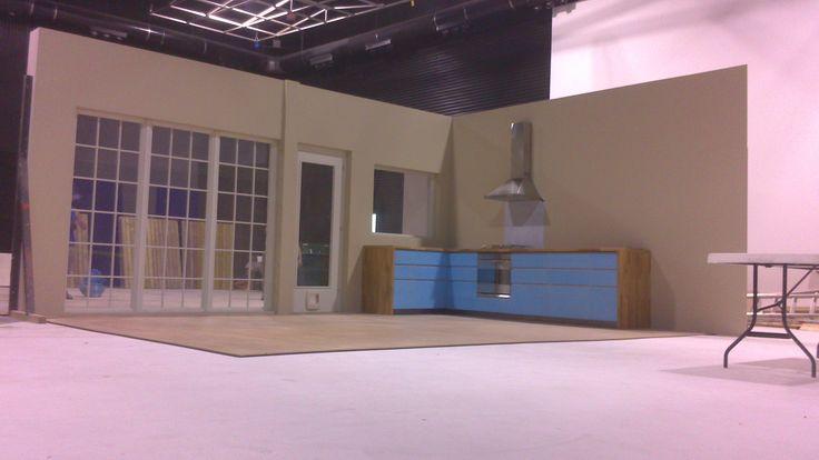 Construction in Banzai Studio of the set for the spot of Affinitty light food for cats.   Construcción en Banzai Studio del decorado para el  spot de Affinity de comida light para gatos.  www.banzaistudio.tv  https://www.youtube.com/watch?v=_ZKEk7aQvIM