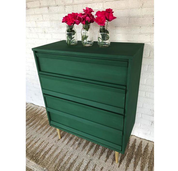 Amsterdam Green Chalk Paint® projects to inspire! This dresser is by South Carolina stockist Carolina Cottage Furniture | The Palette Blog