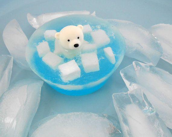 Oso polar en el hielo jabón por SnowsCutSoaps en Etsy