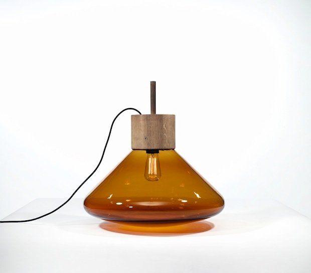 Lampy Muffins projektu Lucie Koldovy i Dana Yeffeta dla marki Brokis są zrobione z kolorowego dmuchanego cienkiego szkła. Swoim kształtem pr...
