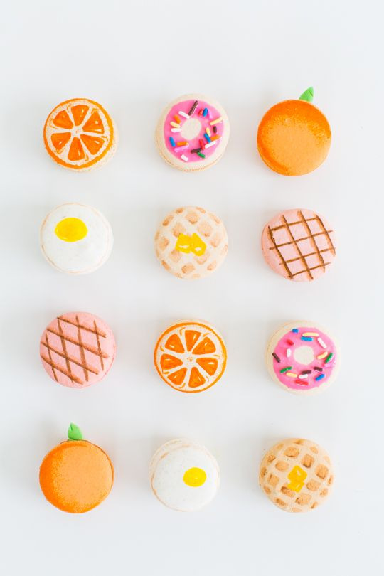 Which one of Sugar & Cloth's DIY brunch macarons is your fave? We're all about the egg. (Okay, and maybe the buttered waffle too!)