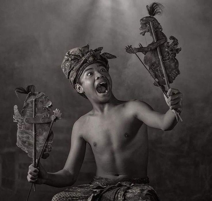 The Dalang , Pupet  Show by Mario Blanco #fujifilm #instanusantara #indonesia #culture #fujixt2 #bali