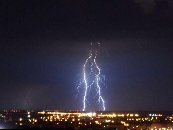 Imaginea pentru http://cdn1.bihon.ro/2011/07/11-Cool-Sam-lightning-no.-8-600x450.jpg.