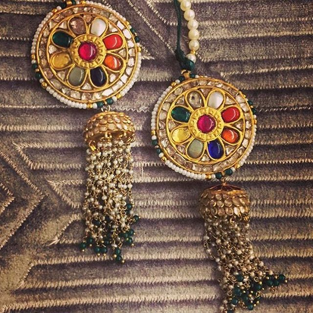 Perfect mehendi earrings ? Navrattan Jhumkis by @akoyabyanukriti !