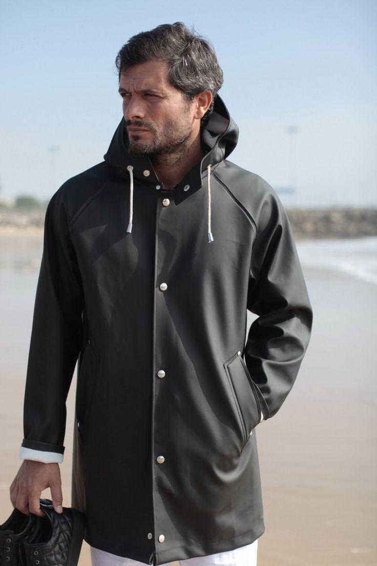 casaco impermeável preto