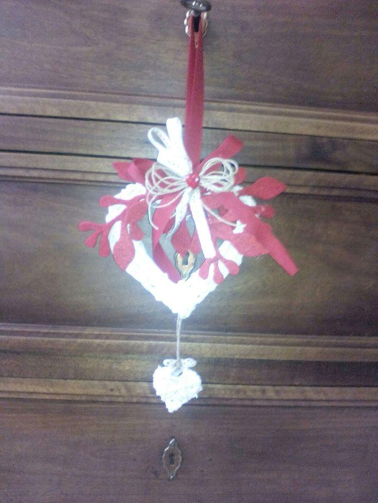 Fuori porta natalizio a forma di cuore fatto a mano