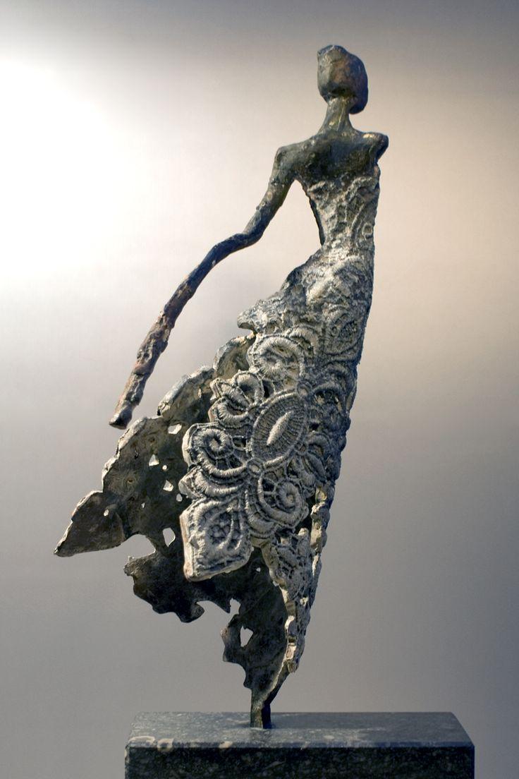 """""""Agnes"""" sculpture bronze de Loes Knoben (1956) artiste néerlandaise."""