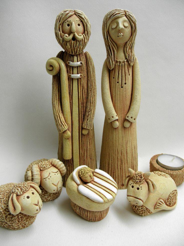 Velky keramický betlém Ze šamotové hlíny, můžete použít i k venkovní dekoraci vaší terasy. Výška Marie 24 cm, výška Josefa 24 cm.