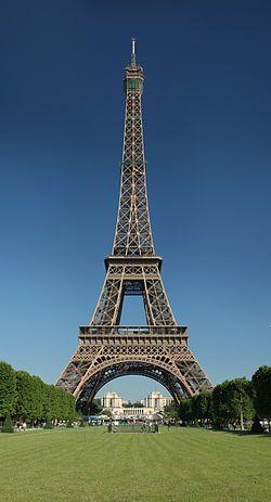 Eiffelova věž (francouzsky La Tour Eiffel /tuʀ ɛfɛl/) je ocelová věž v Paříži, v současnosti nejznámější pařížská dominanta. Byla postavena v letech 1887 až 1889 a až do roku 1930, kdy byl dostavěn Chrysler Building, byla s výškou 300,65 metru nejvyšší stavbou světa. Dnes měří včetně antény na vrcholu 324 metrů. Je pojmenována po svém konstruktérovi Gustavu Eiffelovi.