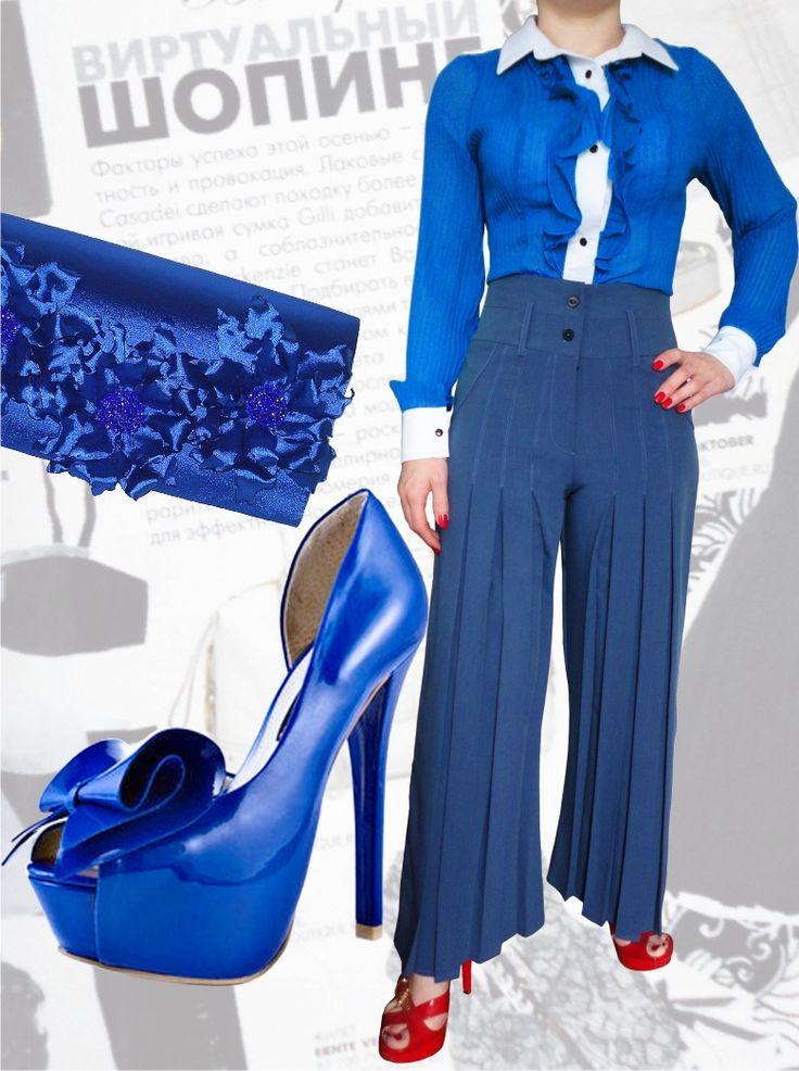 98$ Брючный костюм для полных девушек : классические брюки с завышенной талией со складками и прямые от бедра + блузка из гофрированного  синего шифона Артикул 553, р50-64