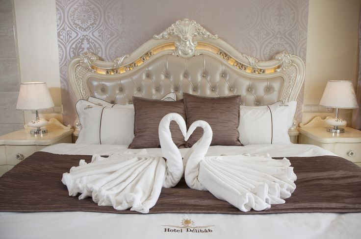 Hotel Délibáb**** Hajdúszoboszló NÁSZUTAS LAKOSZTÁLY A finom eleganciával megálmodott szoba minden női szív meghódítója. A rafinált fények, a csillogás, a szobában elhelyezett hidromasszázskád, a romantikus hangulat, igazi szentély a hétköznapi élet felpezsdítésére. Nászutasoknak, házassági évfordulót ünneplőknek, szerelmespároknak ajánljuk  www.hoteldelibab.hu/ #Hajduszoboszlo #wellness #hotel #gyogyszalloda #hungary
