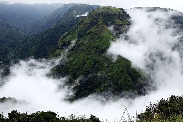 Mawsynram, Meghalaya is a paradise for those with a wanderlust. So take a trip to North East India where you can dance in the rain and live in the clouds.