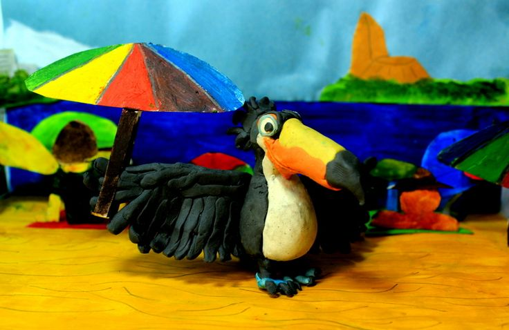 De la película Río, llega con nosotros Rafael un tucan, que ayuda a sus dos amigos Blue y Perla, esplendiendo sus gloriosas alas y su pico de llamativos colores!.