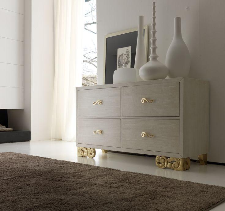 Ogni particolare è attentamente studiato, niente è lasciato al caso #bedroomsuite #luxuryfurniture #classicstyle #madeinitaly
