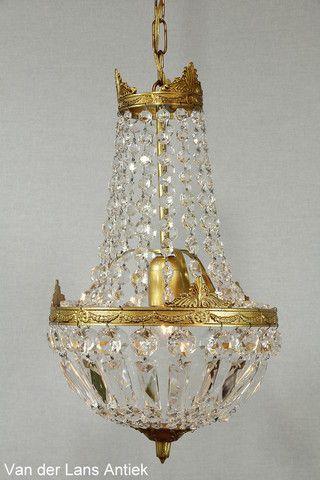 Kristallen kroonluchter 26394 bij Van der Lans Antiek. Meer kristallen lampen op www.lansantiek.com