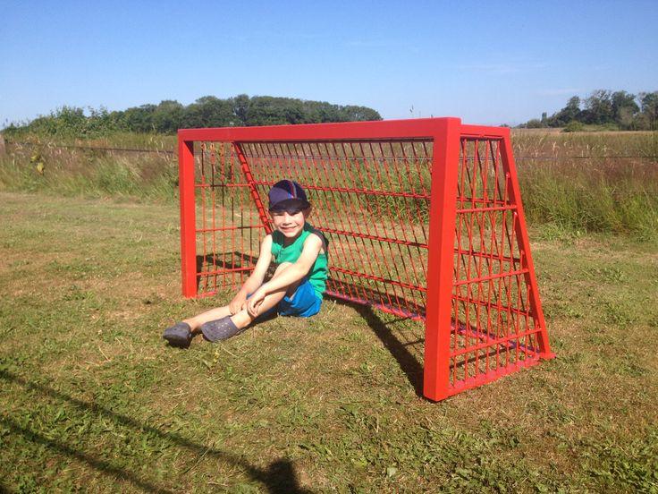 Voetbaldoeltjes model TRD300. Afgebeeld de 1.5 x 0.75 m uitvoering. Ook de meest gebruikte voetbaldoeltjes in onze pannakooien.