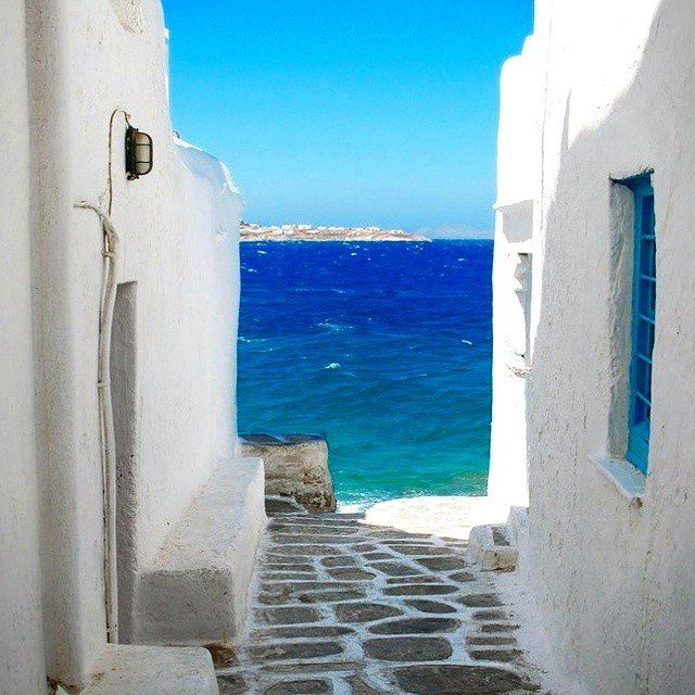 #Spotless #Mykonian #corners... Did you manage to discover all the beautiful aspects? #photooftheday #absolute #white #amazing #blue #love #smile #beautiful #island #alleys #sea #kalua #kaluamykonos #mykonos