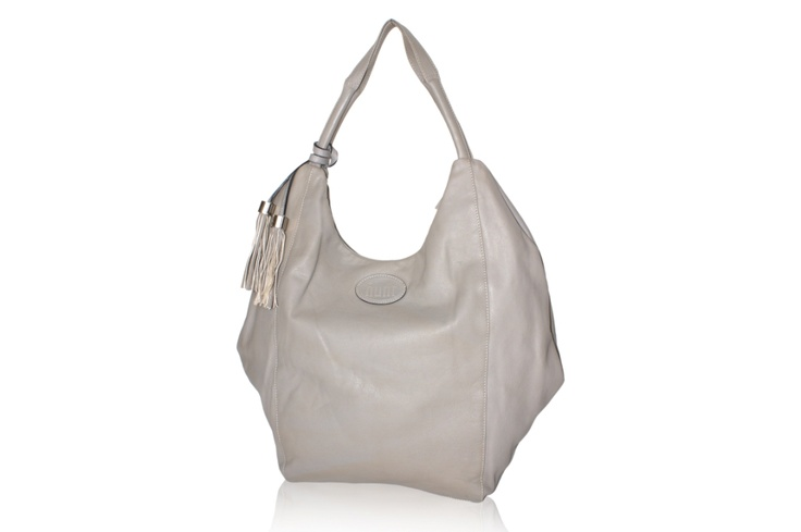 An off white leather bag with sufficient space to carry your belongings over the day. A perfect accessory for a boho chic look this summer!