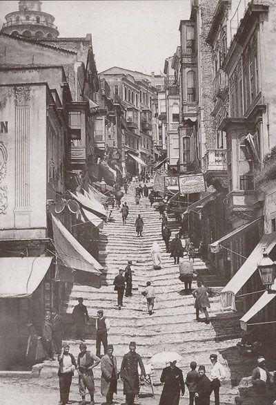 Steps down to Karakoy / Karaköy'e inen merdivenler