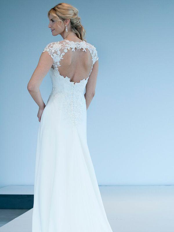 Prachtige trouwjurk van Modeca met een bijzondere rug.