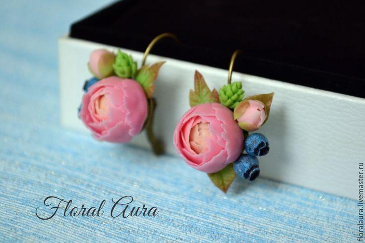 Купить В наличии. Серьги ручной работы с пионовидными розами и черникой - розовый