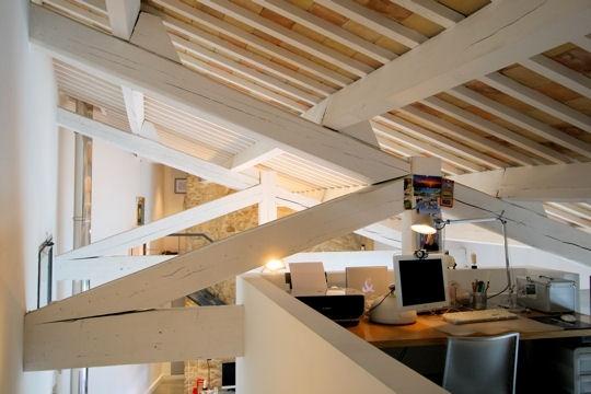un bureau en hauteur