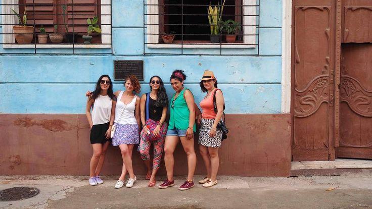 Bugün Perşembe değil ama ben Küba'yı ve @patika.travel sayesinde Küba'yı birlikte gezdiğim dostları özledim o zaman gelsin #tbt #latergram #cuba #havana #küba #gezenbayan  (bu arada bu arlanmaz Patikacılar kızdılar bana senin yüzünden sadece Küba'ya tur yapıyoruz sanıyo insanlar dediler. Madem öyle söyleyeyim ben de: Ocak'ta Tayland'a Mart'ta Nepal'e Nisan'da ve Eylül'de Cape Town'a Temmuz'da Tanzanya'ya da tur yapıyorlar. Küba da var tabii yine aralarda. Siz en iyisi girip bi hesaplarını…