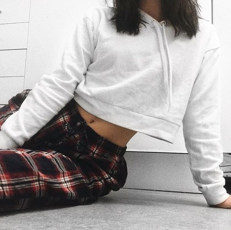 #fashion #style #outfit #fashionblogger #white #shirt #pants #cosy #fitness #body #floor #kitchen #home