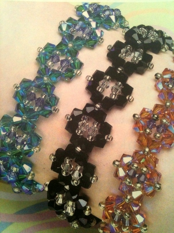 Mount Jewelry - How to Make and Sell, Step by Step, Ideas and More!: Step by step bracelet crystals and beads.