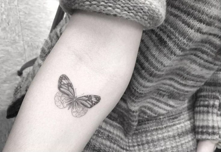 Fine line style butterfly tattoo on the right forearm. Tattoo artist: Dr. Woo