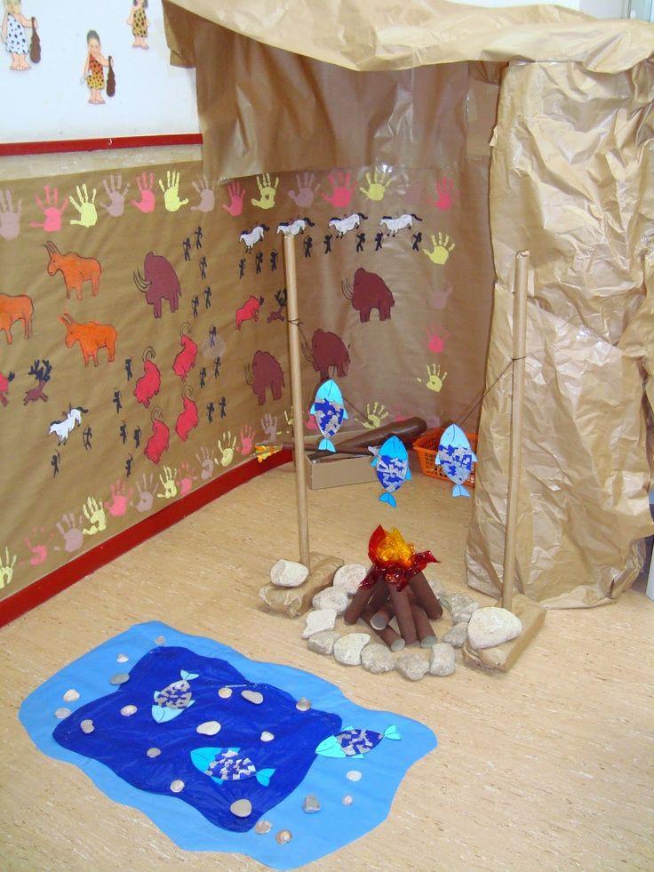 Nuestra cueva prehistórica    La semana pasada estuvimos decorando las paredes de nuestra cueva con pinturas rupestres. Hicimos un lago co...